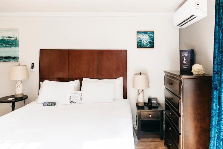 Cozy, Remodeled Ocean Suite (w/ access to beach)