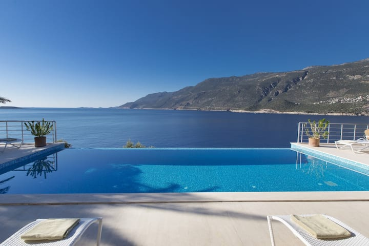 10 guest capacity with Sea View Holiday Villa