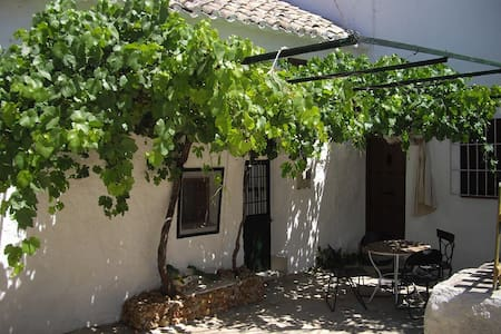 Antiguo cortijo restaurado - Iznájar