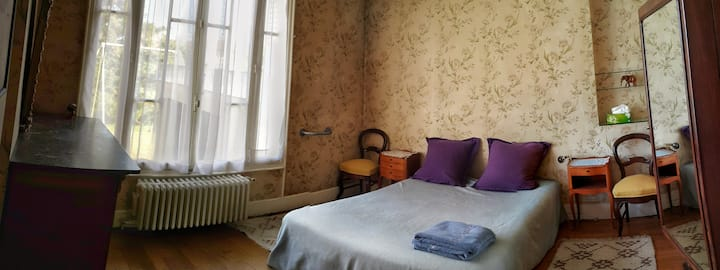 R1 / Room in large and peaceful house with garden