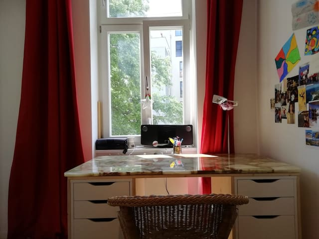 'Tiny House' Bedroom in Central Flat FREE COFFEE