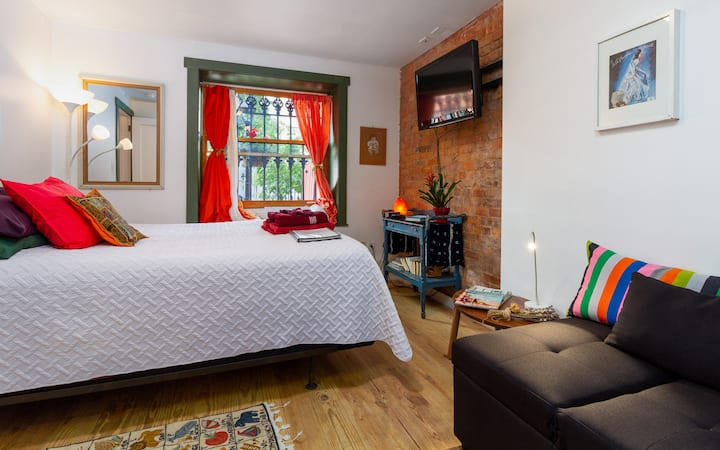 Romantic hide out brooklyn with  private bathroom