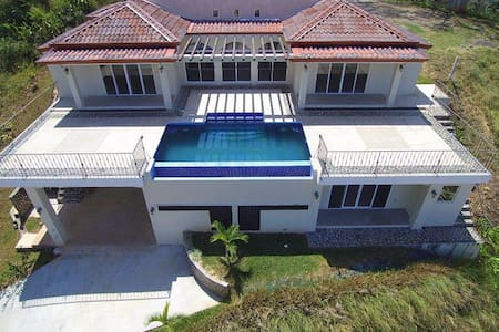 Lux 3 Master Bed House in Jungle. Ocean Views!!