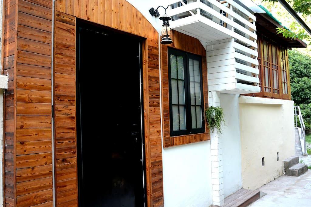 房子属于独门独户,让你在繁华的上海法租界感受大户人家闹中取静的情调