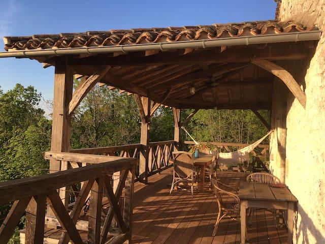 Maison en pleine nature avec magnifique terrasse