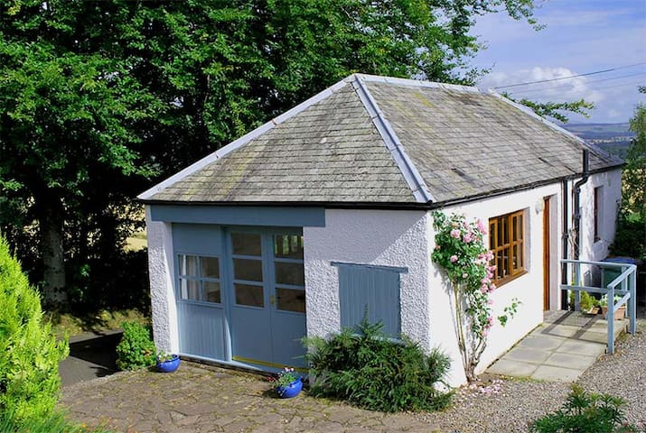 Wee House Scotland - A Romantic Hideaway