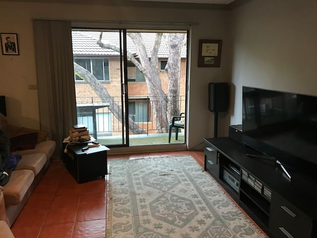 Beaut  2 bed unit  25mins from Sydney central