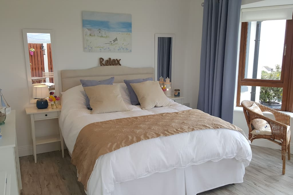 Bedroom decorated in coastal theme will make sure you get that seaside feeling!