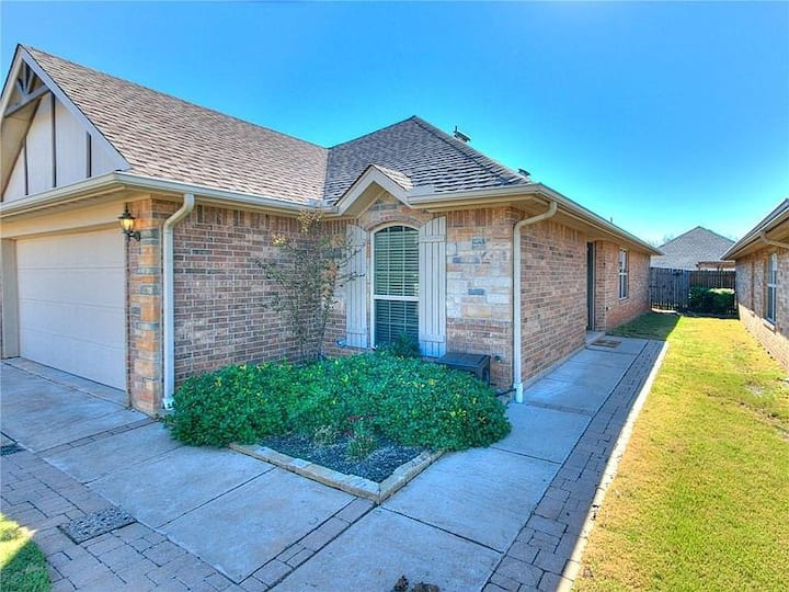 The Safe House Edmond: ENTIRE HOUSE/ 2 Bedrooms