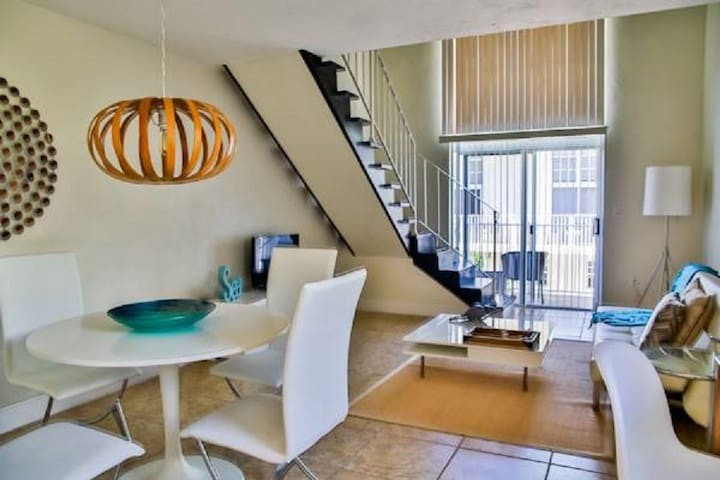 1 Bedroom Loft at Key Biscayne(3)☃