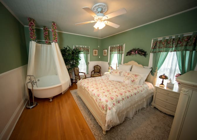 Ti Voglio Bene Bed and Breakfast - Simonton Suite