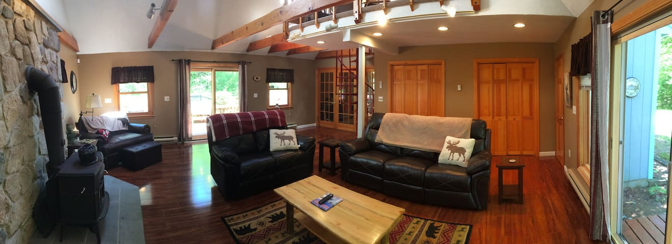 Pet Friendly and Beautiful Conway Chalet!