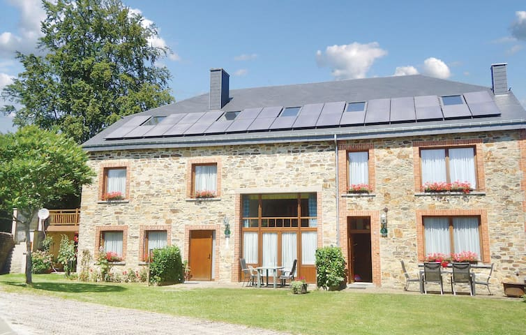 Terraced house with 2 bedrooms on 75m² in Haut-Fays