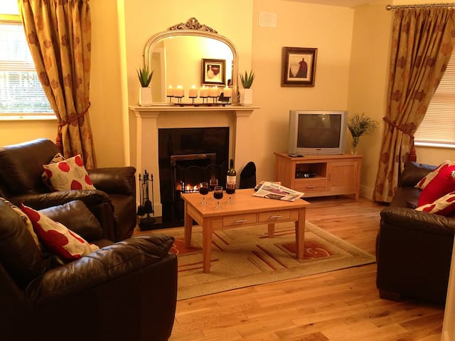 TOWNHOUSE, SLEEPS 6 (2) - Kenmare