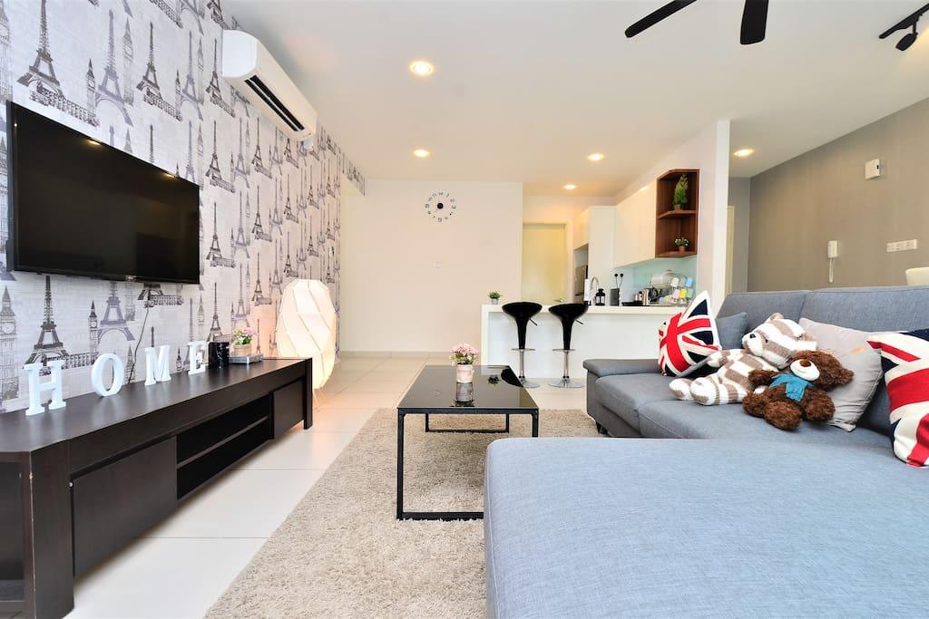 舒适又宽阔的客厅,让你好好享受美好的假日。