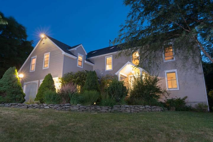 Strawberry Villa-Large and private in Bar Harbor