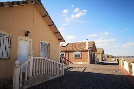 Casa Rural 5. Finca La Ecarada. Férez (Albacete)