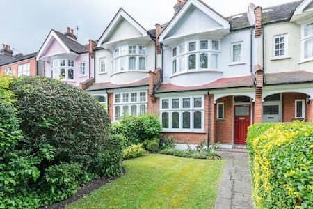 Stunning 4 bedroom family home in East Dulwich