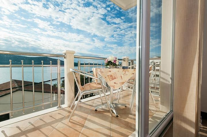Villa Marić - Studio Apartment with Balcony and Sea View 3