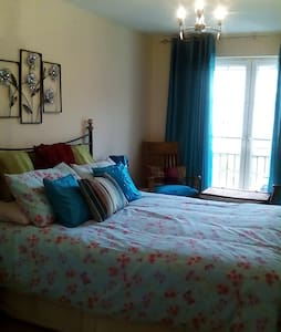 Large Bedroom with Ensuite bathroom - Dalkeith