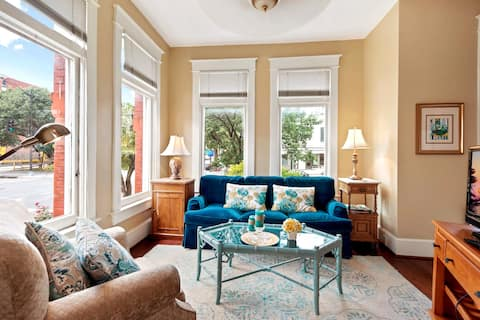 0-Dupont Circle Best Apt in a Historic DC Building