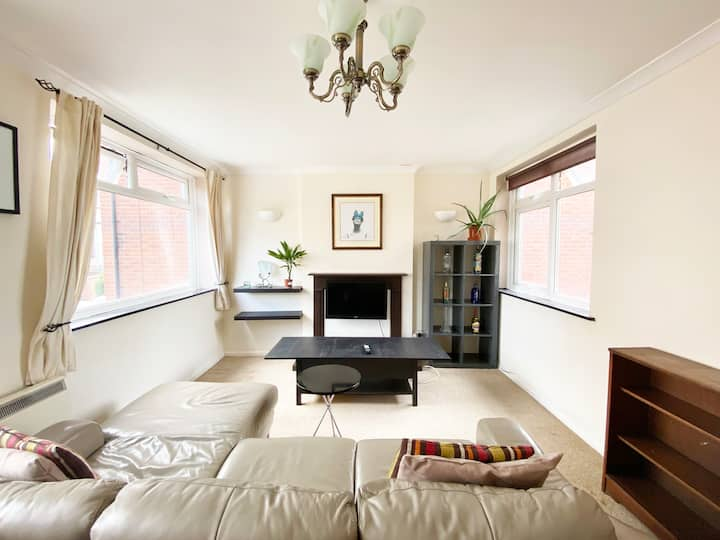 Light and airy apartment seconds from seafront