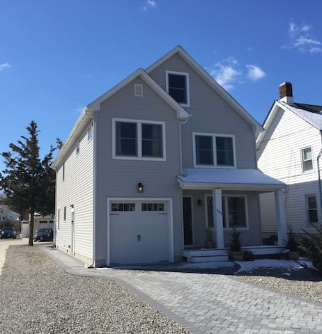 5 Bedroom, Vacation Home - Belmar
