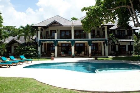Lovely Beachfront Villa! - Ocho Rios - Villa