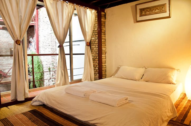 Top floor loft in Dhakhwa House - Patan - Hus