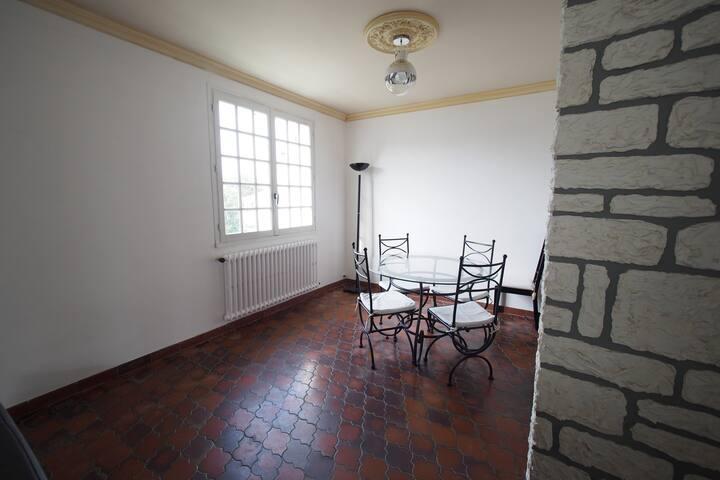 Chambre dans maison proche Royan - Saujon - House