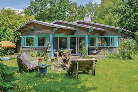 Holiday cottage with 3 bedrooms on 96m² in Kamperland