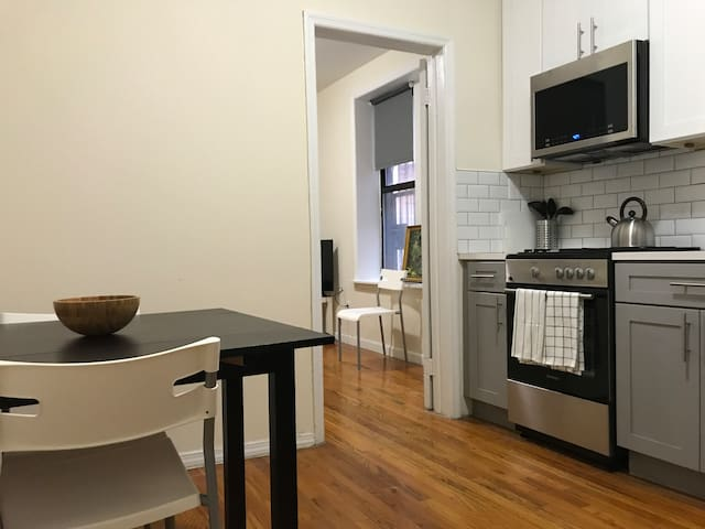 Brand new, steps from Subway, Manhattan in 5 min.