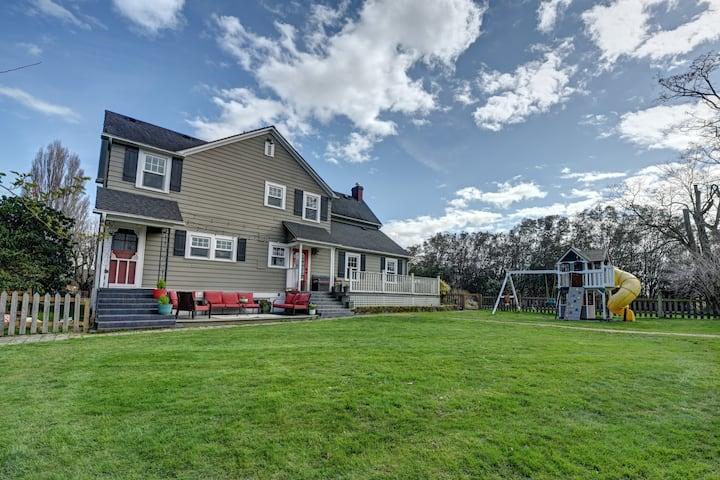 Farmhouse at Avon Acres: Quiet Country Getaway