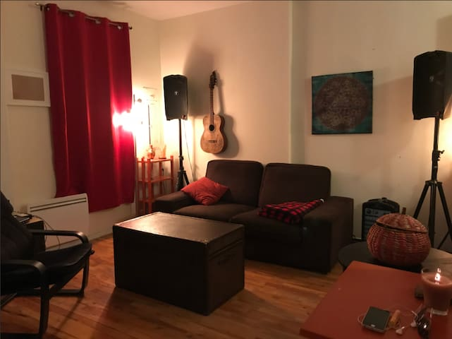 Spacious and cozy apartment in Griffintown