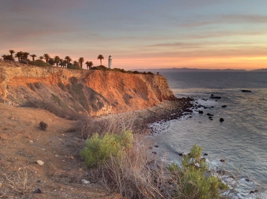 Notice ocean views as arrive to studio.  A 10 minute walk to cliffs/Terranea Resort/Wayfarers Chapel or gorgeous views with ocean below.  There are sandy and rocky beaches plus tide pools to explore.
