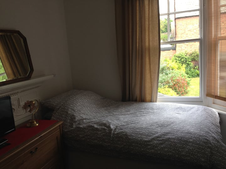 Single room in central Muswell Hill