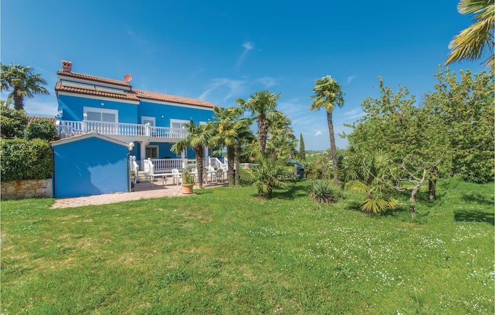 Amazing home in Novigrad with WiFi and 2 Bedrooms