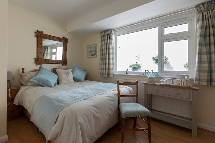 Salcombe, Charming en-suite room in private house