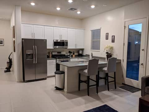 Foothills  hideaway- 1BR guest house!