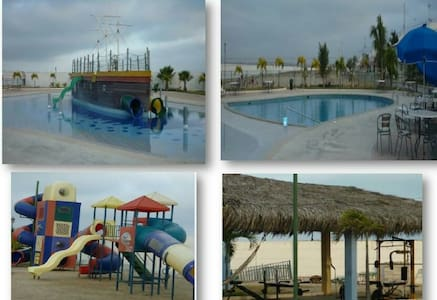 Casa, vista al mar, billar, piscina - Ballenita