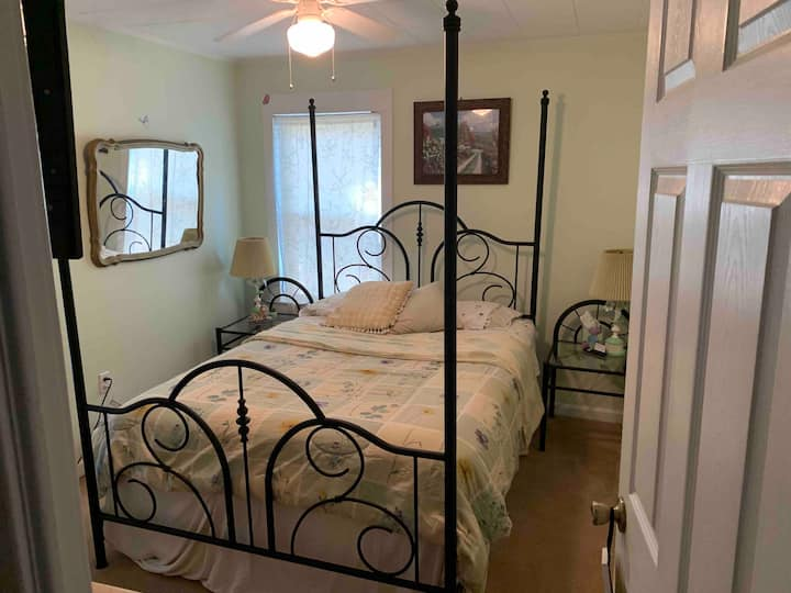 Bright guest room with private bathroom in Mentor.