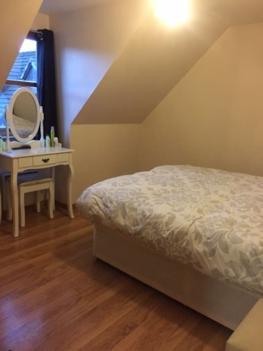 The main bedroom has a double bed that can be split into 2 single beds. Please let me know if you require this.