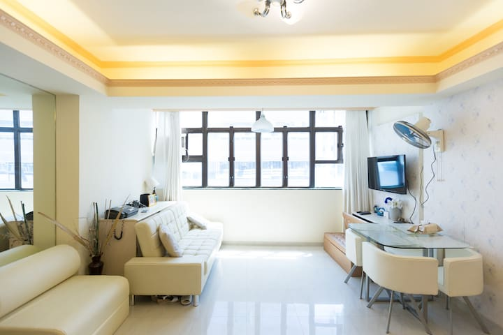Bright Spacious 6 person apartment @Tsim Sha Tsui