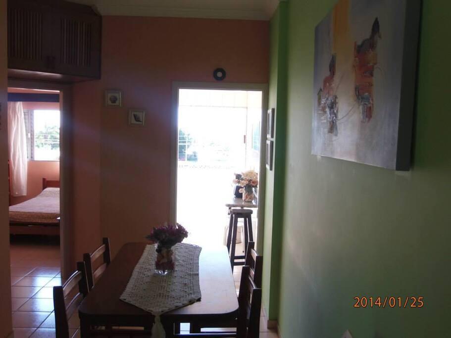 Sala ampla com varanda