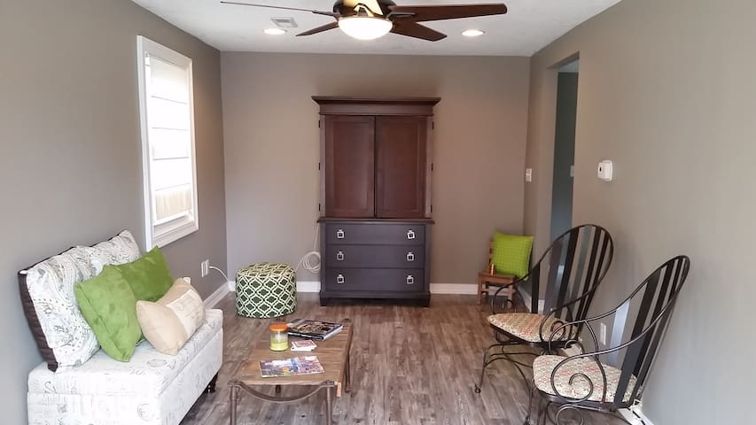 Cozy and Newly Remodeled 2BR Home - Des Moines - Talo