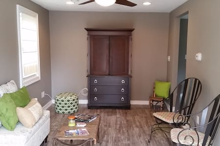 Cozy and Newly Remodeled 2BR Home - Des Moines - Ház