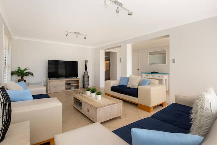 Coastaway - Pet Friendly - 3 Min Walk to Beach