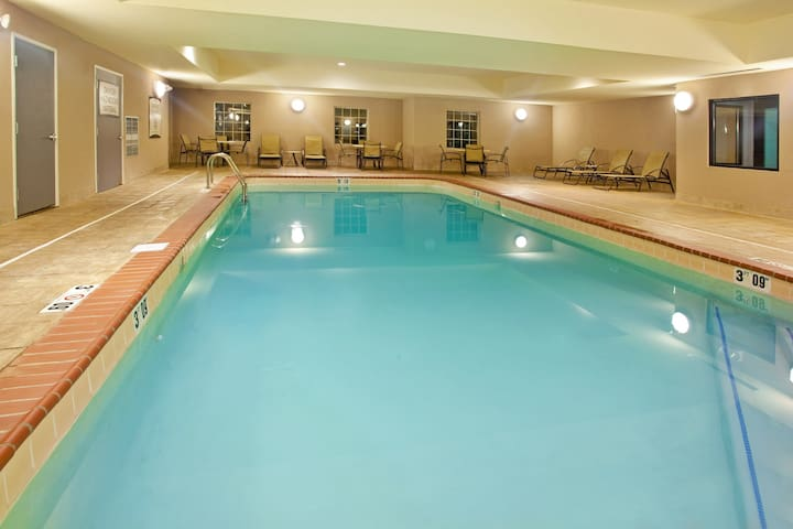 20 Minutes to the University of Notre Dame | Free Wi-Fi, Free Breakfast + Indoor Pool