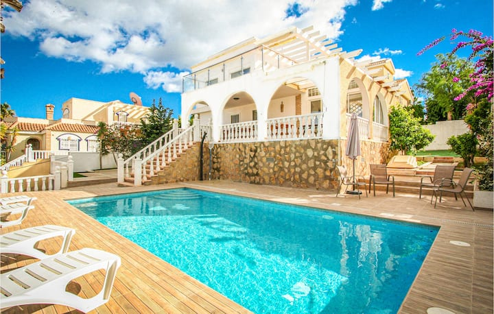 Beautiful home in Santa Pola with WiFi, 4 Bedrooms and Outdoor swimming pool