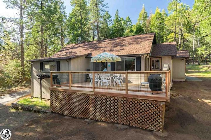 Peace of Your Harte's Lake Cabin & Cottage Duo